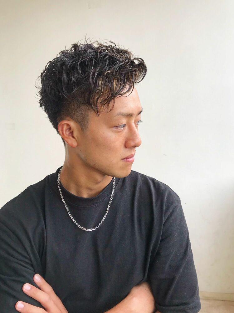 横浜メンズヘア ツーブロックショート×かき上げアップバング×スパイラルパーマ