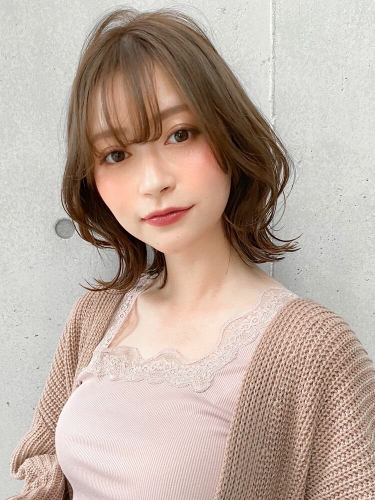 ひし形シルエットの外ハネミディアムスタイル!