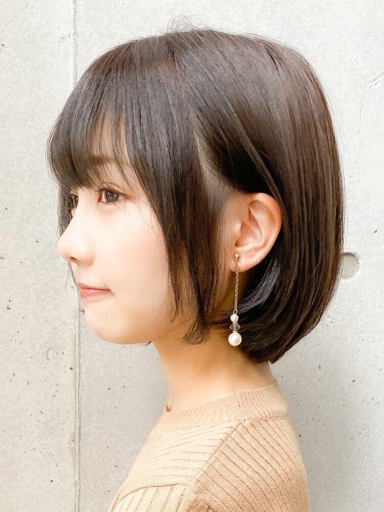 丸みボブの耳かけスタイル