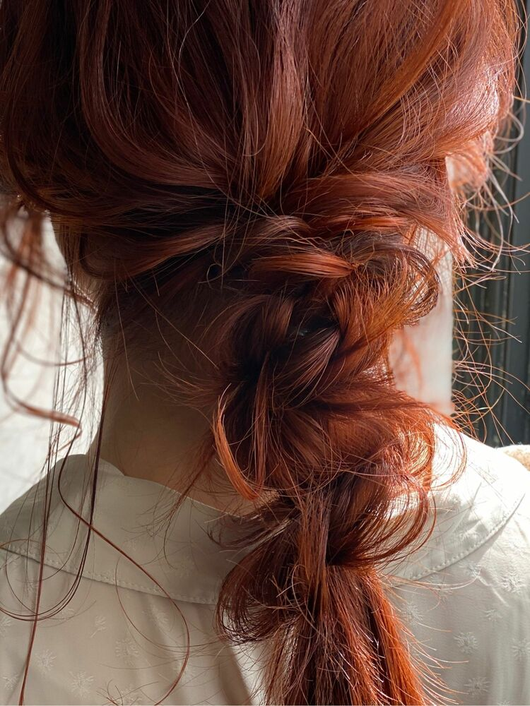 カシスレッドの編み下ろしアレンジスタイル