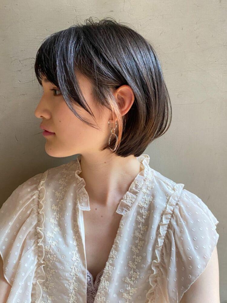 耳の横に作ったイヤリングみたいな前髪がこれから流行の兆し