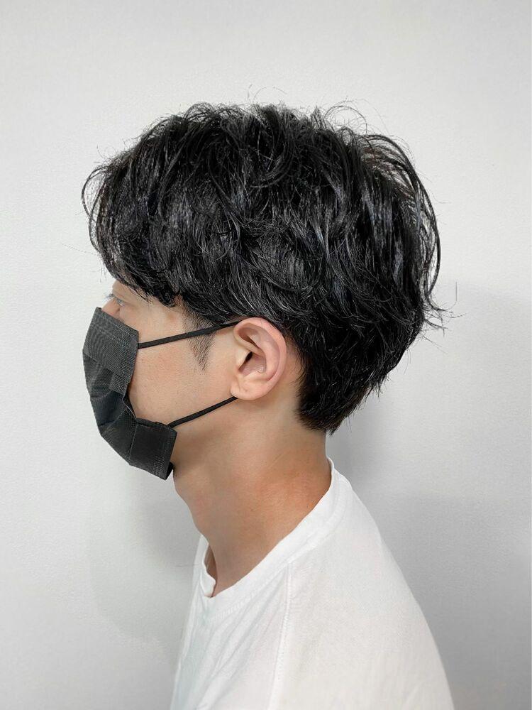 黒髪男子におすすめ☆前下がりセンター分け×ナチュラルパーマ