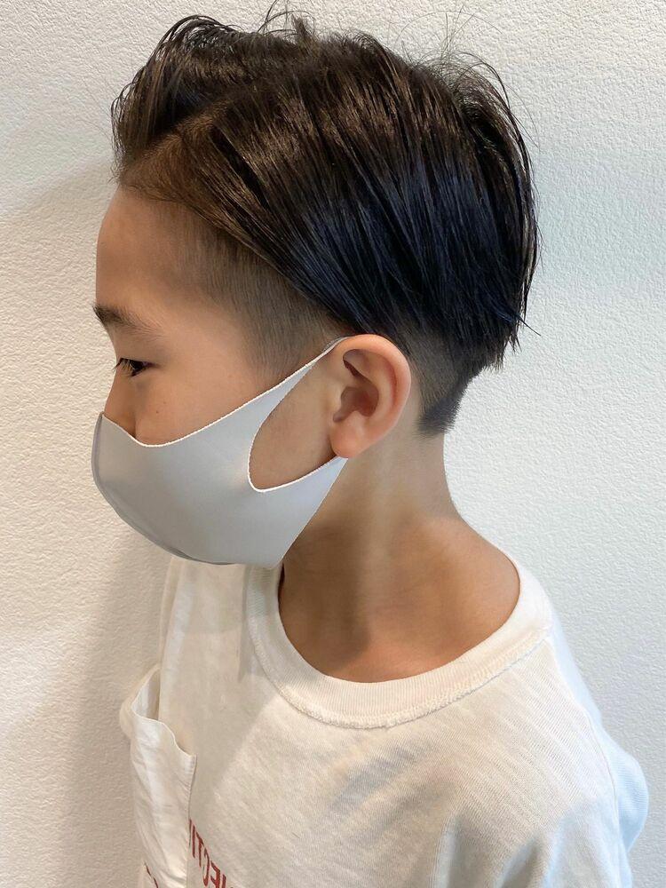 長めでもカッコいい☆男の子キッズの七三×刈り上げワイルドヘア(小学生)