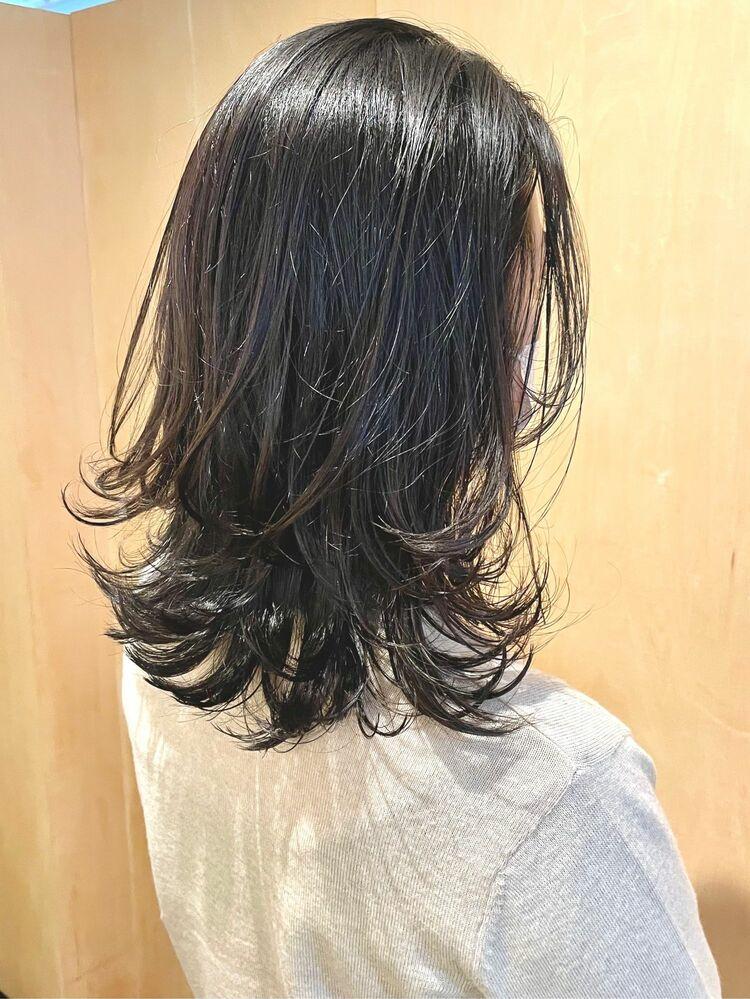 黒髪×ミディアムレイヤースタイル