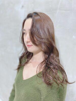 伸ばしかけ前髪のロングスタイル!ピンクベージュ