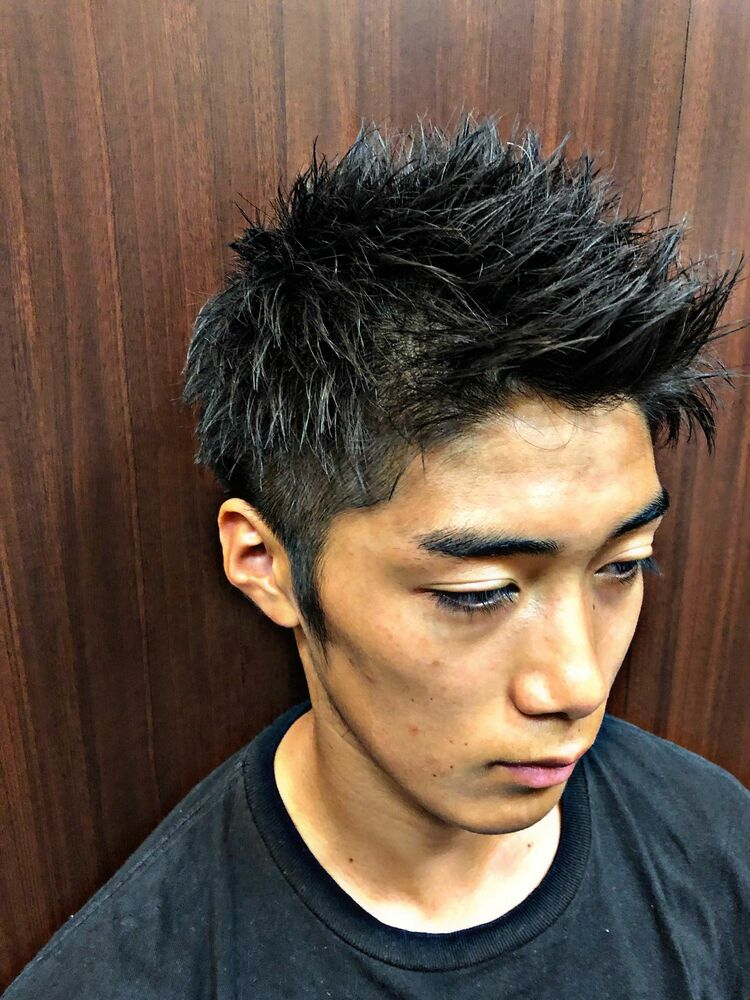 直毛を生かしたシャープな質感のツーブロックショートスタイル