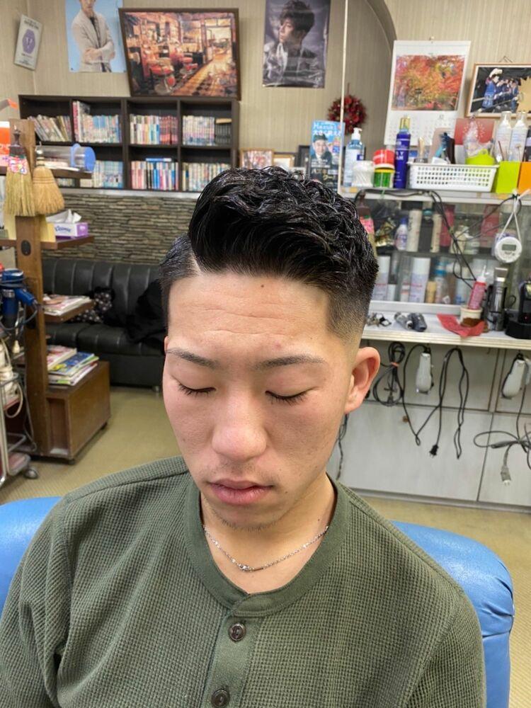 直毛の方必見!流行りのアイロンパーマ+スキンフェード!