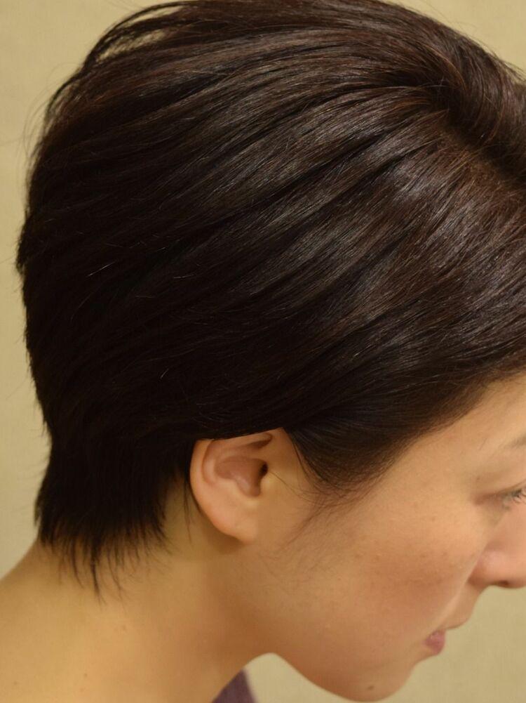 柔らかな毛先の質感カットと艶のあるダークトーンバイオレットで魅せる✨耳かけショート✂️