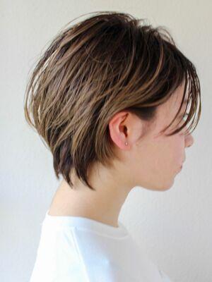 束感小顔ショートヘア