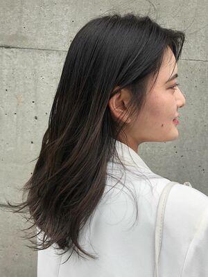 かきあげロングヘア×透明感グレージュカラー