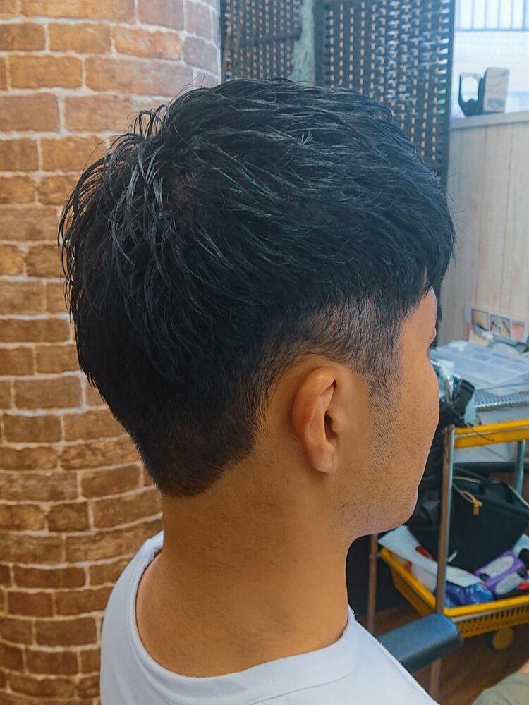刈り上げ黒髪ショート