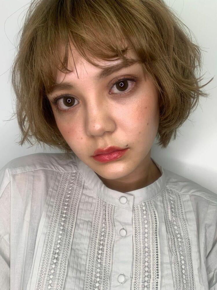 ハイトーンカラー小顔くせ毛風マッシュボブ20代30代40代