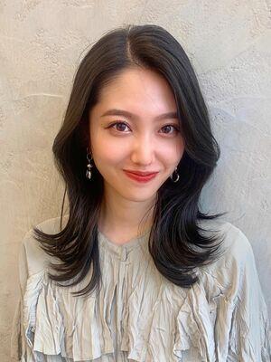 韓国風外ハネくびれヘア