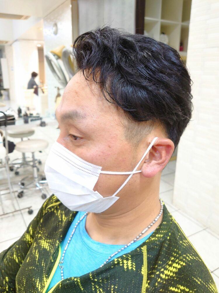 癖毛を活かす大人ビジネスヘア