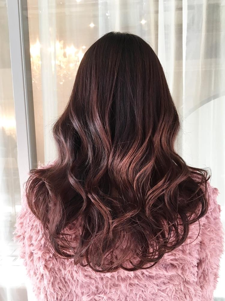 ベリーピンクカラー×ふわふわロングヘア