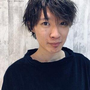 スタイリスト:河合 健士郎