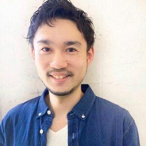スタイリスト:成田勇亮