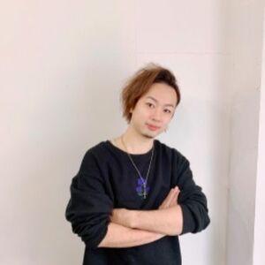 スタイリスト:山田正幸