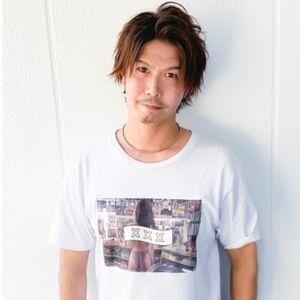 スタイリスト:鈴木純平