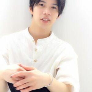 スタイリスト:ヒラノケンタ