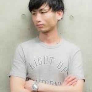 スタイリスト:浅野太郎