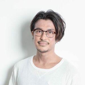 スタイリスト:宇津木 翔